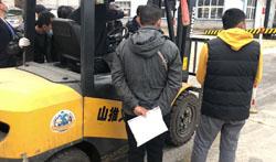 烟台叉车培训讲解之叉车使用属具的注意事项